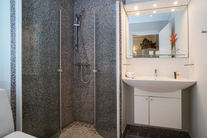 Luxury room bath